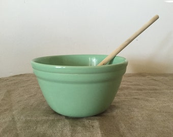 VINTAGE FOWLER WARE green number 24 Pudding Bowl / Mixing bowl. My vintage home / vintage decor