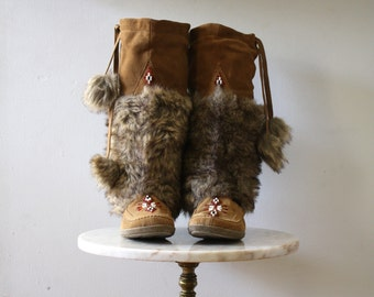 Mukluks Suede - 8 Women's - Beaded Faux Fur Leather Brown - 1990s Vintage