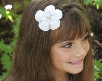 White Flower Hair Clip - White Wedding Flower Hair Clip - White Flower Pearls Wedding Flower Girl
