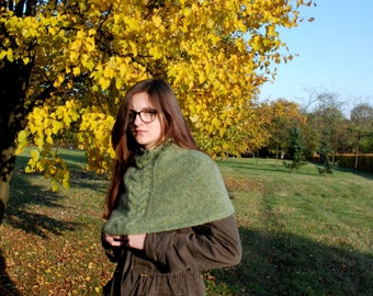 Soft Shoulder Cowl, Hand Knit Cowl, Green Handknitted Cowl, Cowl Scarf, Neckwarmer, Knitted Neckwarmer, Circle Scarf