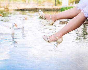 Gold pumps / wedding pumps / classic bridal pumps / elegant bridal shoes / sparkling gold pumps / open toe pumps / shoe pumps