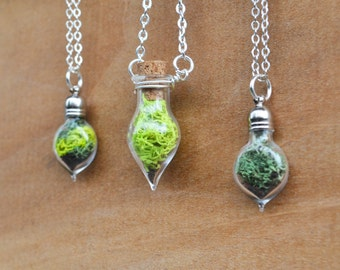 Moss Necklace, Spring Jewelry, Glass Terrarium Necklace, Miniature Terrarium, Botanical Jewelry, Moss Jewelry, Plant Jewelry, Live Plant