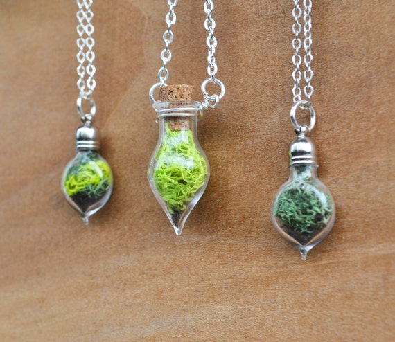 Moss Necklace, Back in Stock, Glass Terrarium Necklace, Miniature Terrarium, Botanical Jewelry, Moss Jewelry, Plant Jewelry, Live Plant