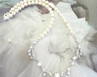 Pearl necklace ~ Brides necklace ~ Wedding necklace ~ Swarovski pearls and crystals ~ Pearl pendant necklace ~ Mother of the bride ~ EMI