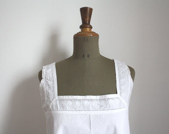 1900s French cotton blouse // Floral embroidery // Embroidered initials // Monogram H.G