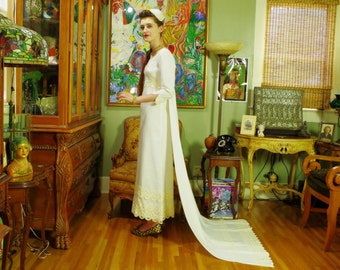 Mod 60's Wedding Dress . Vintage White Linen Bridal Gown . Ecru Cotton Lace Trim . Detachable chapel Train . Biba 1960's Style . Groovy