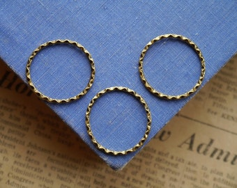 10 Large Closed Detailed Antique Gold Jump Rings 27mm  Heavy Duty (GF2818)