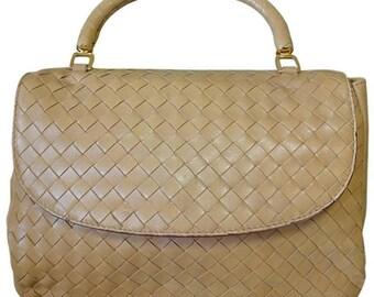 Vintage Bottega Veneta beige intrecciato woven leather handbag. Best classic and elegant purse.