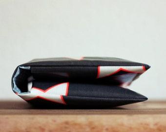 Windeltasche/ Diaper bag aus Wachstuch - Schwarz mit Sternen - Wickeltasche