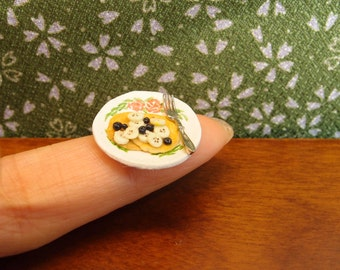 Pancake with blueberry and banana - one inch scale 1:12 dollhouse dessert food by Nassae Ithilwen