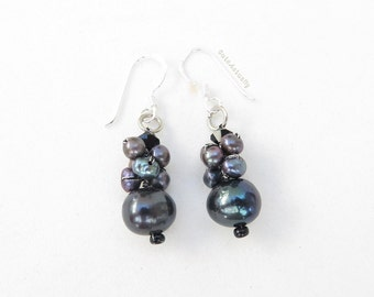 Black freshwater pearl earring with crystal on silk thread