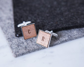 Personnalisé en bois Initial boutons de manchette - boutons de manchette en plaqué argent - boutons de manchette mariage - garçons d'honneur cadeau - cadeau de fête des pères - gravé les initiales