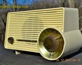 IVORY Mocha Dragster Mid Century Retro Jetsons 1957-58 Motorola 5T22W Tube AM Radio Near Mint!