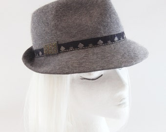 Heather Gray Felt Fedora. Ladies' Fur Felt Hat w/ Vintage Art Deco Trim, Steel Beads. Jazzy Trilby. Women's Fedora Hat. Couture Millinery.