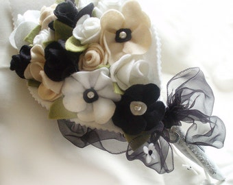 Black and White Felt Bouquet, Poppies and Roses, Alternative Wedding Bridal Bouquet of White Roses, Black Poppies MADE TO ORDER