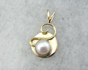 Abstract Pearl Pendant in Yellow Gold U3MCQD-N