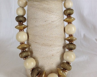 Vintage Necklace / Cream and Gold Beaded Necklace / Chunky Bead Statement Necklace / Retro Fashion Necklace