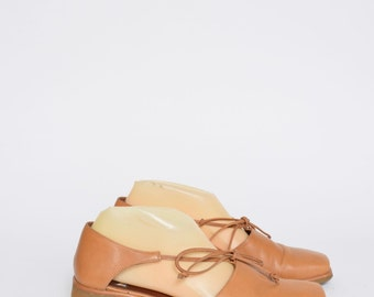 Brown Leather Vintage 90's Shoes with Laces and Rubber Soles