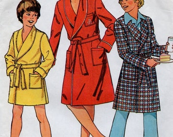 7066 Simplicity Sewing Pattern Front Wrap Robe Shawl Collar Vintage 1970s
