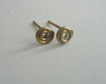 Wire Swirl Earrings - handformed gold wire earrings