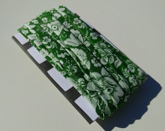 "1/2"" Double fold bias binding: Green and what floral. White flowers. Bias tape. Handmade bias binding."
