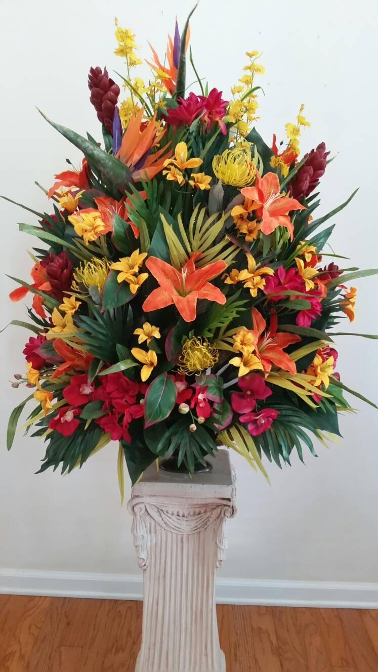 Extra large tropical floral arrangement foyer table hotel for Foyer flower arrangement