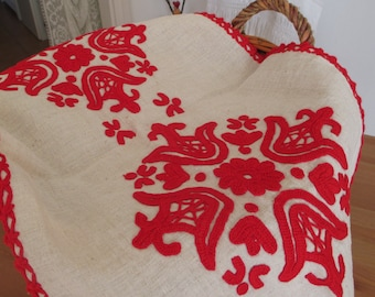 210. Table center /centerpiece /Hand embroidered table center /Transylvanian linen table center with ,,kalotaszeg,, motif from 1950s