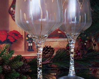 Set of 2 hand painted wine glasses Golden tulip