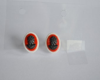 Vintage Cameo screw back earrings red black silhouette clip on plastic Victorian Lolita Steampunk style jewelry