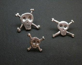 Skull silver pin