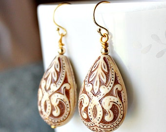 Large Creme Beige and Brown Arabesque Drop Earrings, Ivory Lucite Drop Earrings, 14k Gold Filled, Damask Earrings, Large Etched Earrings