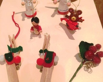 Assortment of Vintage Christmas Tree Ornaments Collectible  (7)