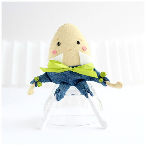 Humpty Dumpty felt doll by Whisper of the Pipit
