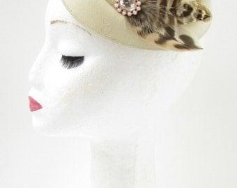Cream Light Brown Feather Pearl Pillbox Hat Fascinator Headpiece 1940s Vtg 4AZ