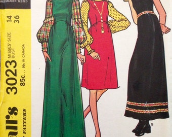 McCalls 3023 - 1970s Round Neck Dress or Jumper with Shaped Waist - Size 14