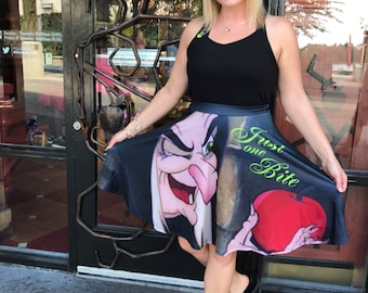 skirt inspired by a queen, a mirror, a beauty and a poison apple