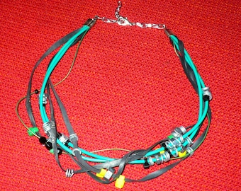 Necklace cable tangle