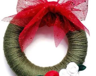 Christmas wreath made with wool and felt flowers applications, Christmas Decor, Christmas gift