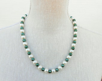 Ivory and dark green pearl necklace, Wedding jewelry, Bridesmaid gift, bridesmaid necklace, mother gift, beaded necklace, beaded jewelry