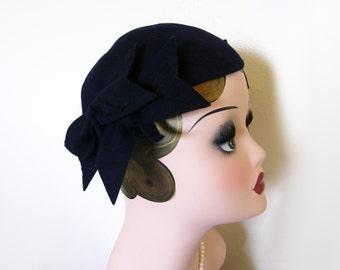 Vintage  1940s Navy Wool Facsinator Hat w/Bows~ New York Creations
