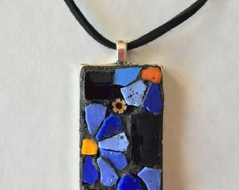 Pendant with blue daisies in mosaic technique