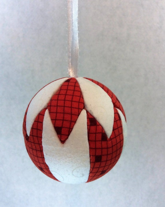 129 Hunter Star - Red and White Christmas ornament from a quilt pattern
