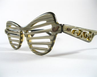 Amazing Shutter Shades 1950s original collectable sunglasses. Ornate carved plastic wood grain.
