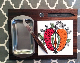 Vintage 60 70s MOD Cheese Plate Cutting Board Ceramic Tile Vera Neumann Style Apple Design Groovy Hippie Home Kitchen Dining Houseware Knife