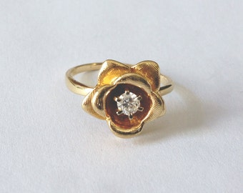 Vintage Diamond Flower Ring in Yellow Gold