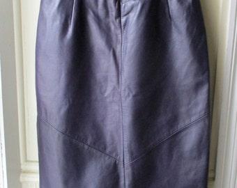 Women's vintage deep purple leather skirt / Danier leather / high waisted tulip leather skirt / Size 2