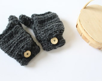 Wool convertible mittens, Womens crochet gloves, - The CERYS - Crochet fingerless gloves in charcoal grey