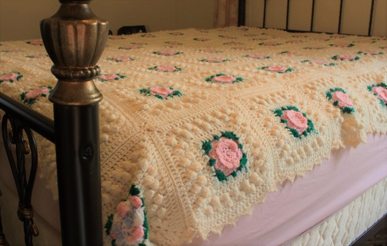Vintage Crochet Blanket Bedspread Twin Full Size Floral