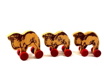 Vintage Wooden Camel Toys. Set of 3 Decorative Wooden Camels w Wheels. Wooden Toys w Wheels. Inarco. Doll House Supplies. Push Toy. Pull Toy
