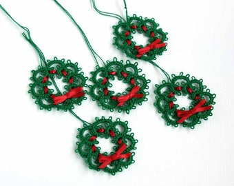 Christmas Tie On Gift Toppers 5 Green Wreath Red Ribbon Bow Set Five Christmas Handmade Tie-On Tatting Ornament Gift Packaging Gift Wrapping